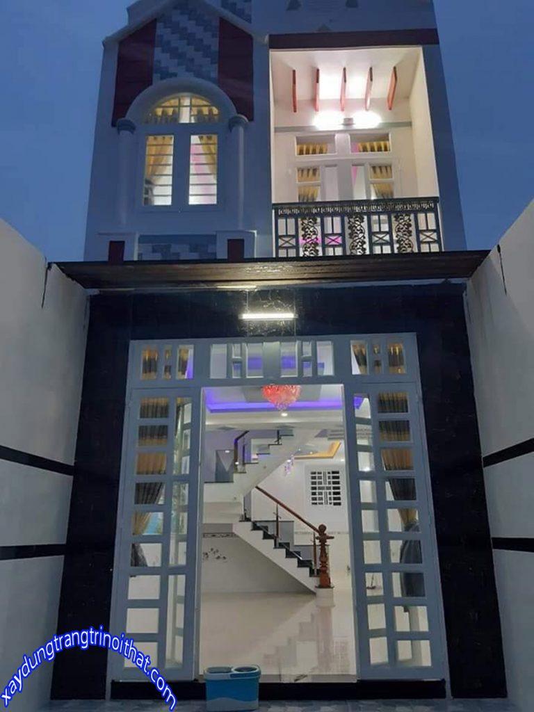 Mẫu Nhà Ống 2 Tầng Mái Thái Có Ban Công Nhỏ